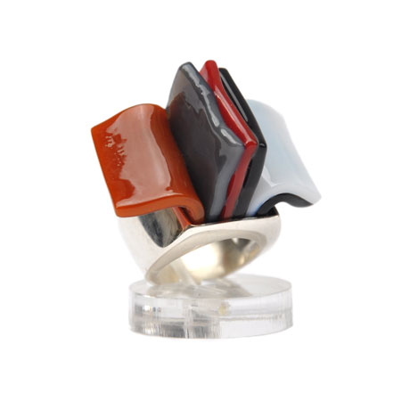 Red-rust Libretto ring
